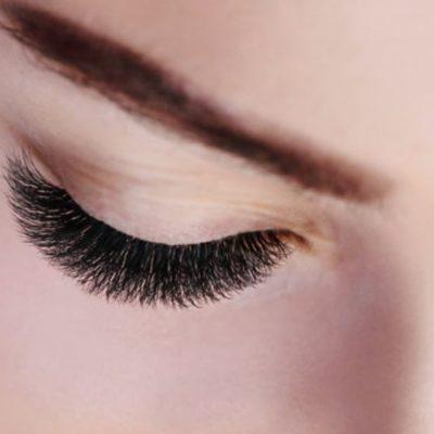 Die 6D Wimpernverlängerung sorgt für bewundernde Blicke